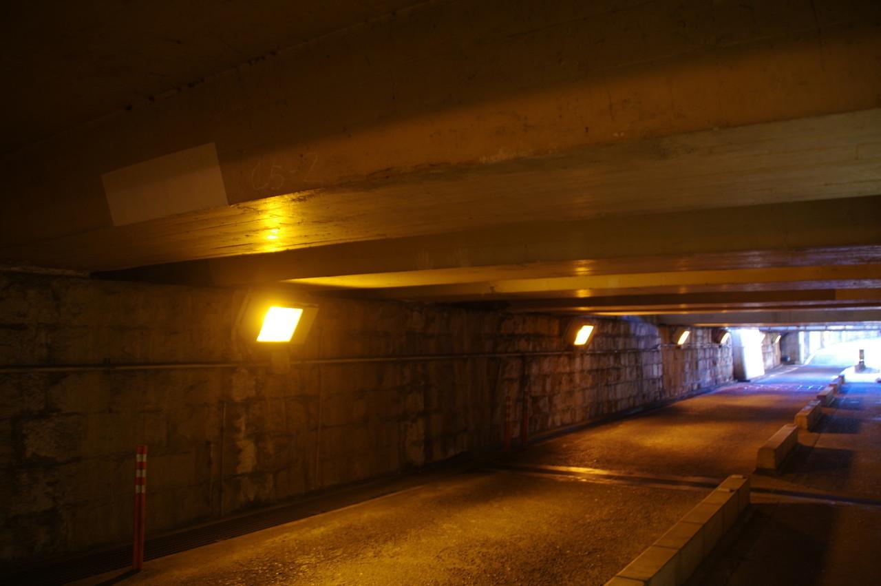 天井に反射する灯り