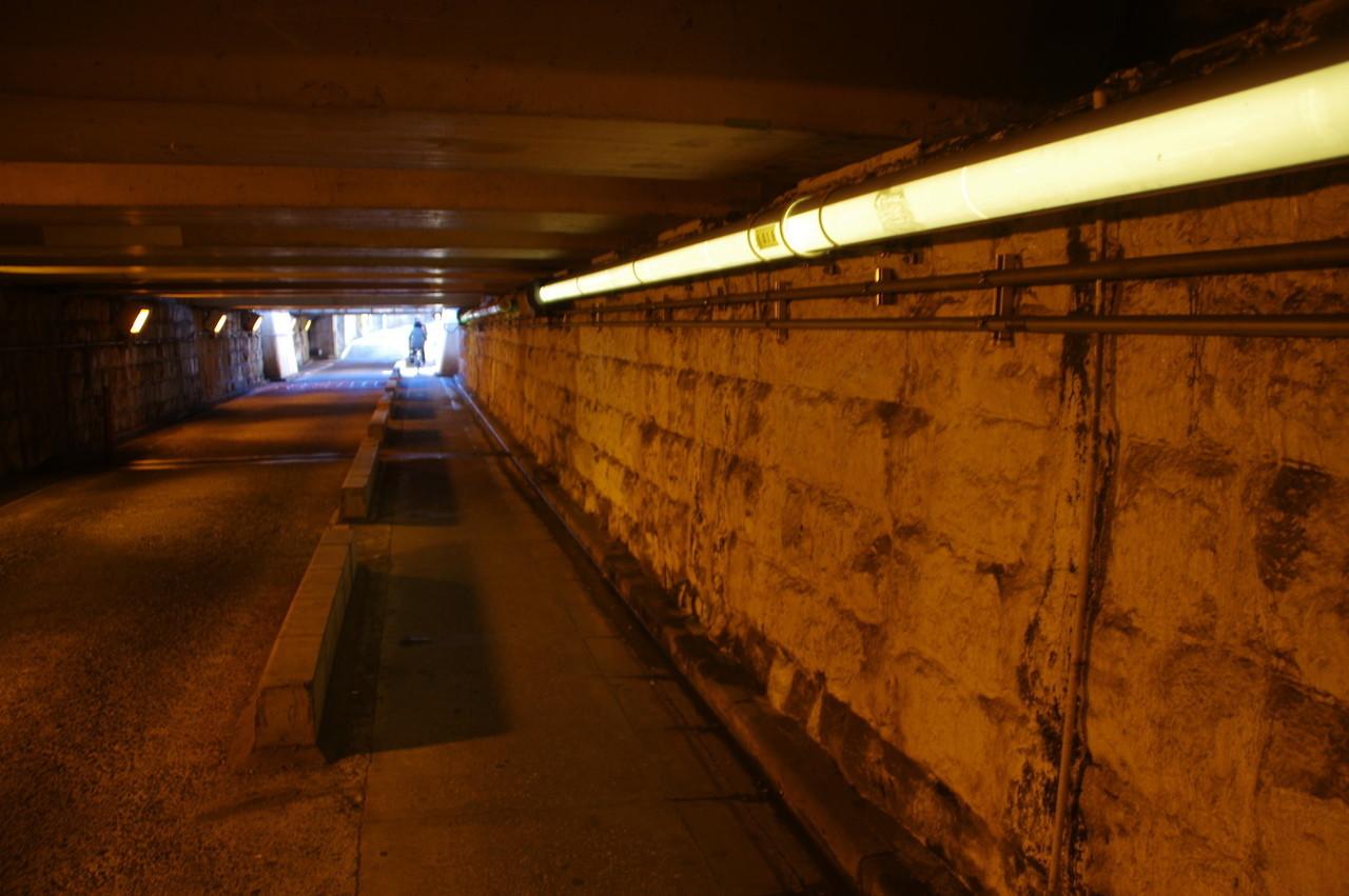 歩道側の照明器具