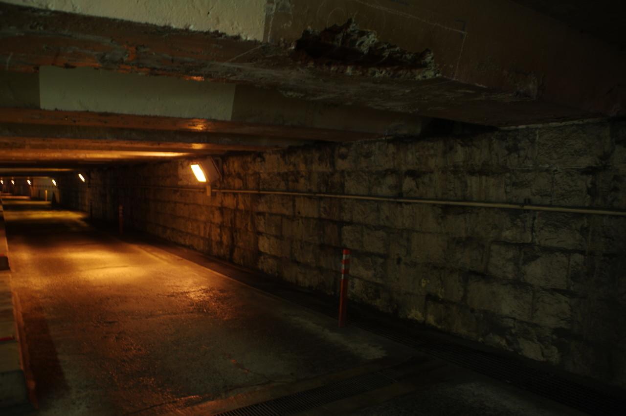 コンクリートが割れた天井