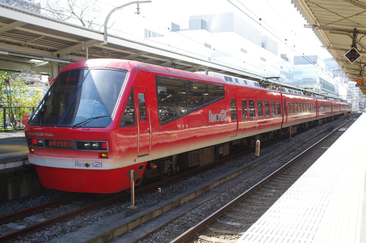 伊豆急2100系のキンメ電車(広角寄り)