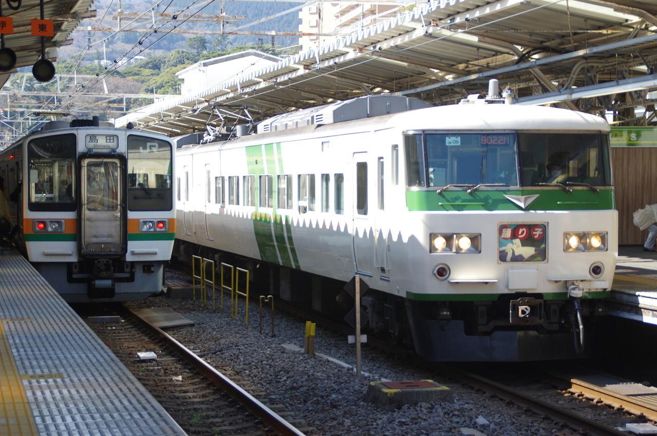 185系OM-09編成(停車中)