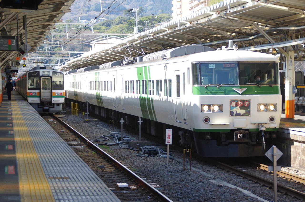 185系OM-09編成(発車)
