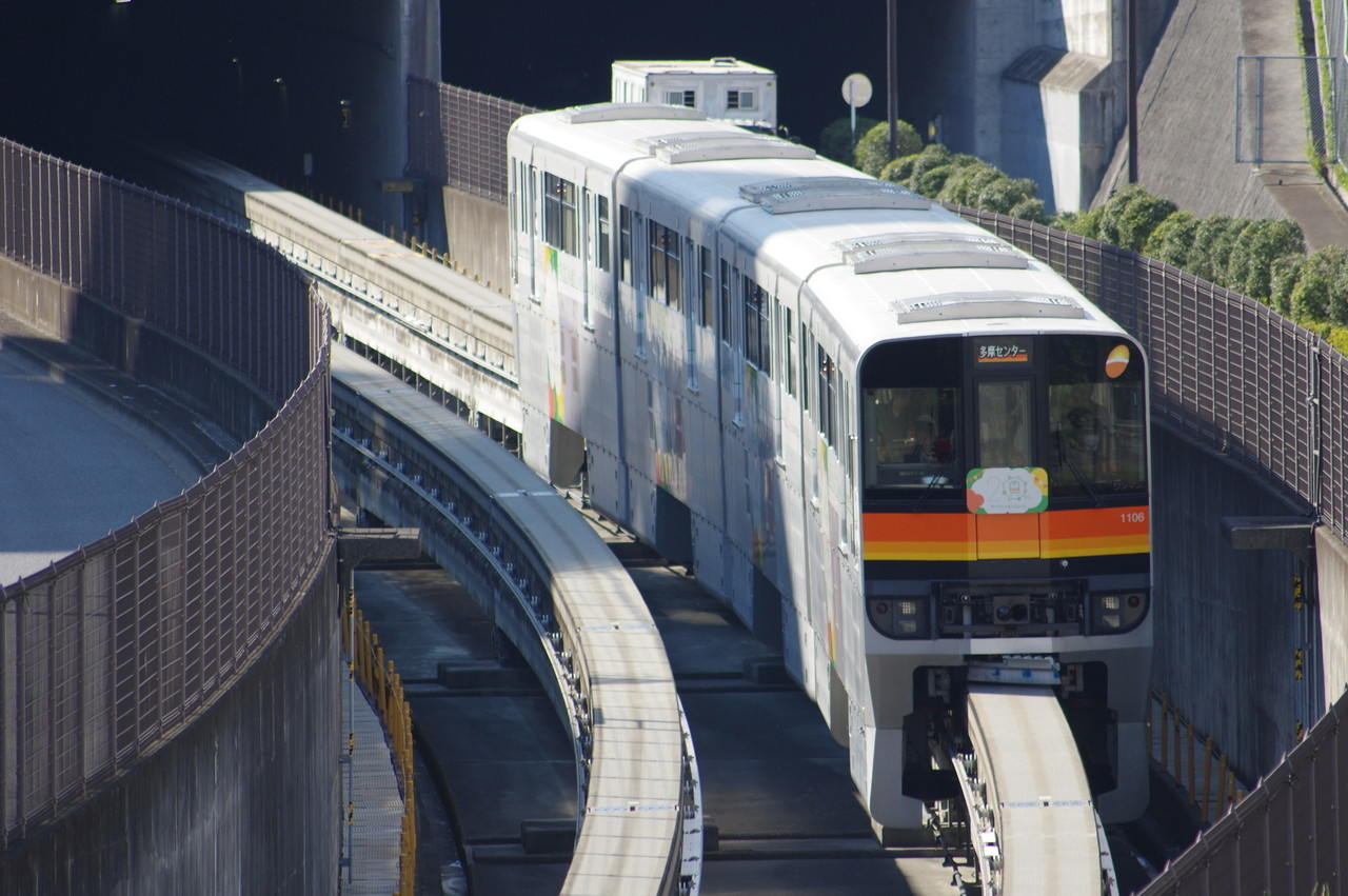 多摩モノレール1000系1106編成(開業20周年記念列車)