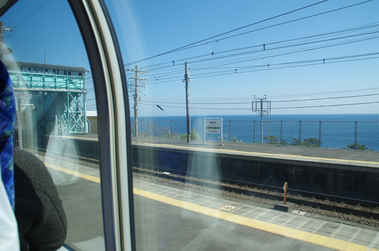 根府川駅と海