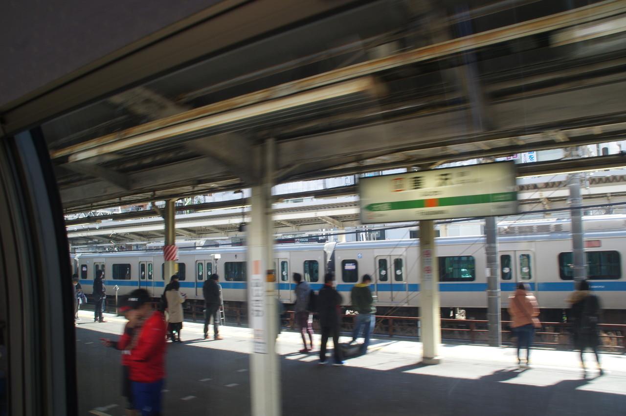 藤沢駅のホームと小田急