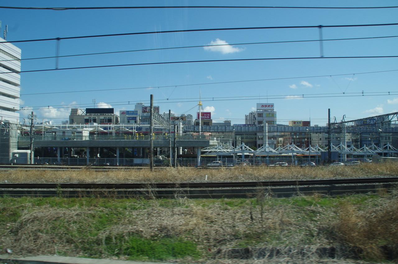 モノレールの線路とバスターミナル