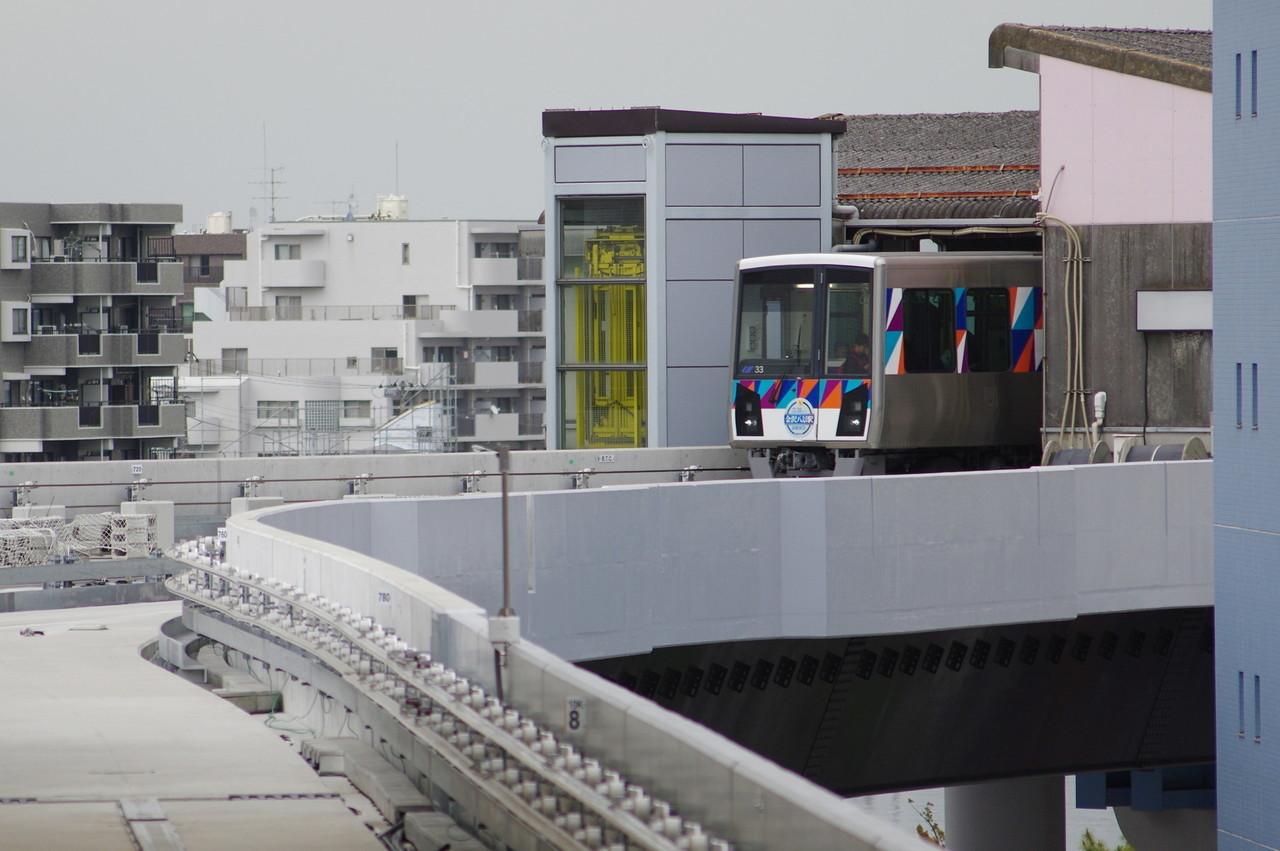 横浜シーサイドライン2000型第33編成 頭だけ