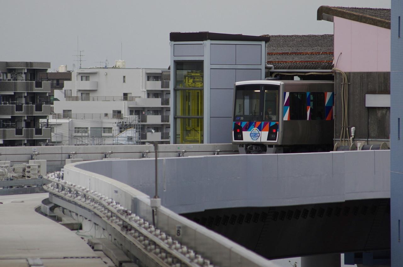 横浜シーサイドライン2000型第33編成 後追い