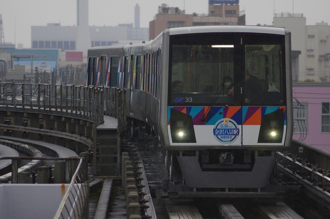 横浜シーサイドライン2000型第33編成 直線区間