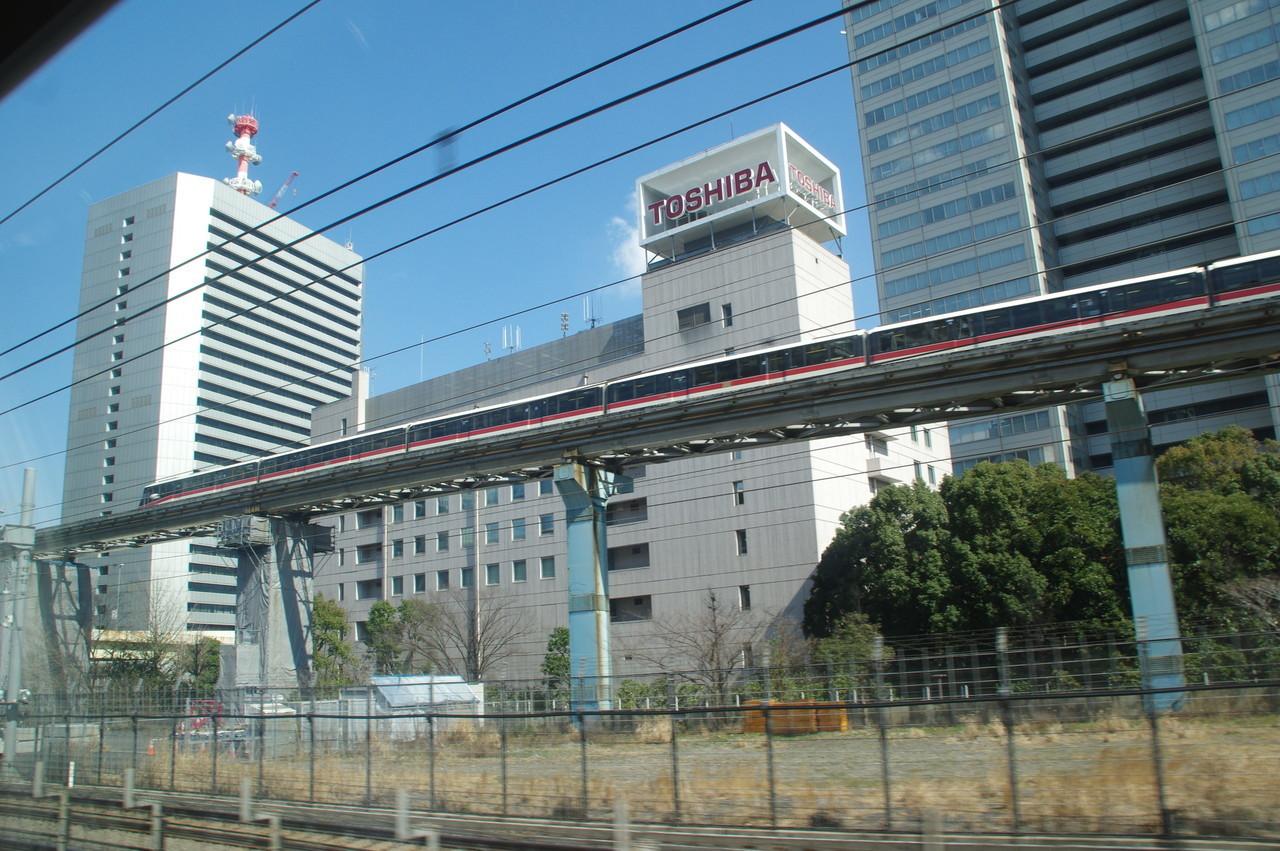 東芝浜松町ビルとモノレール1000系