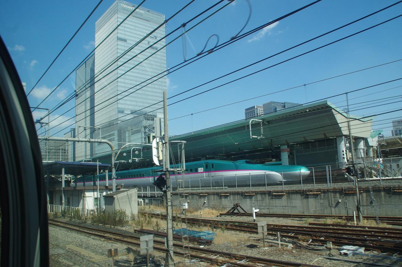 東京駅に停車しているE5系
