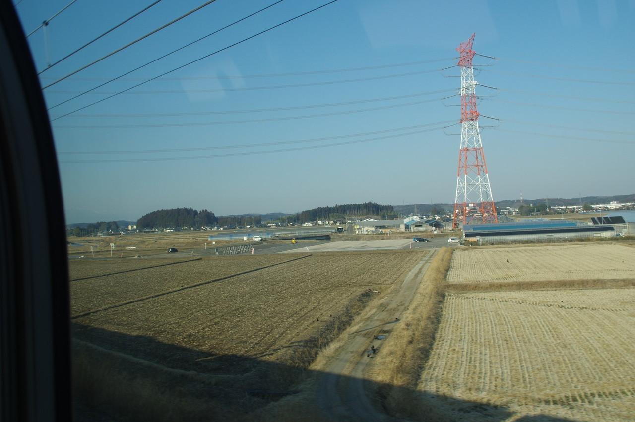 列車の影と畑