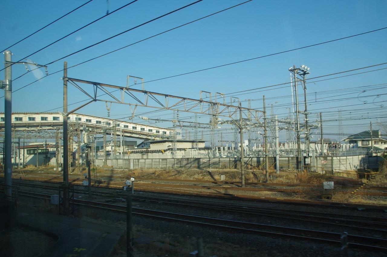 壮大な変電設備