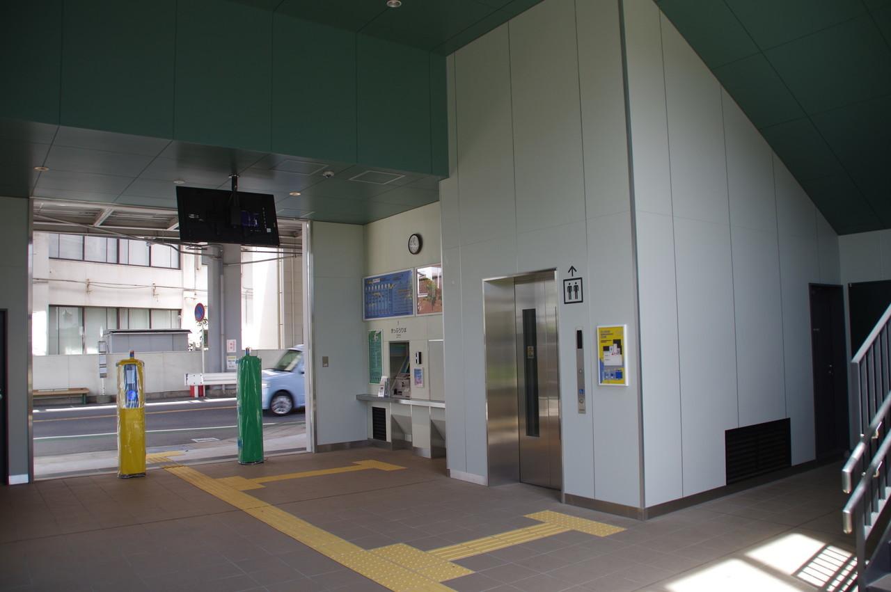 出口とエレベーター