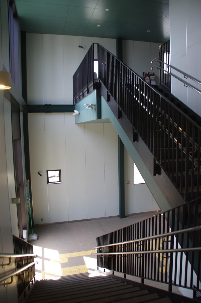 階段付近の吹き抜け部