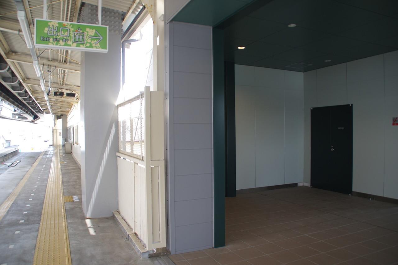 ホームと駅舎の接続部分