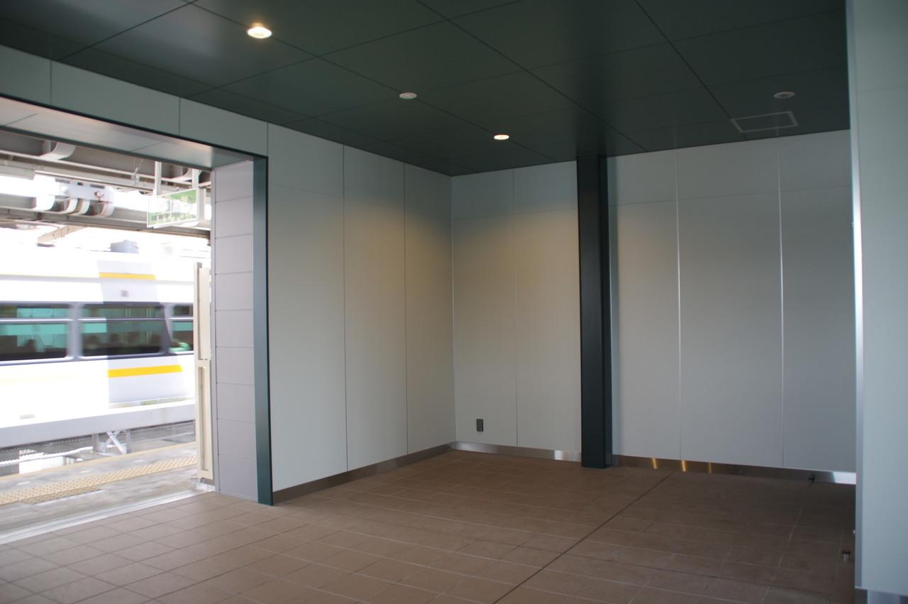 エレベータ脇の空間