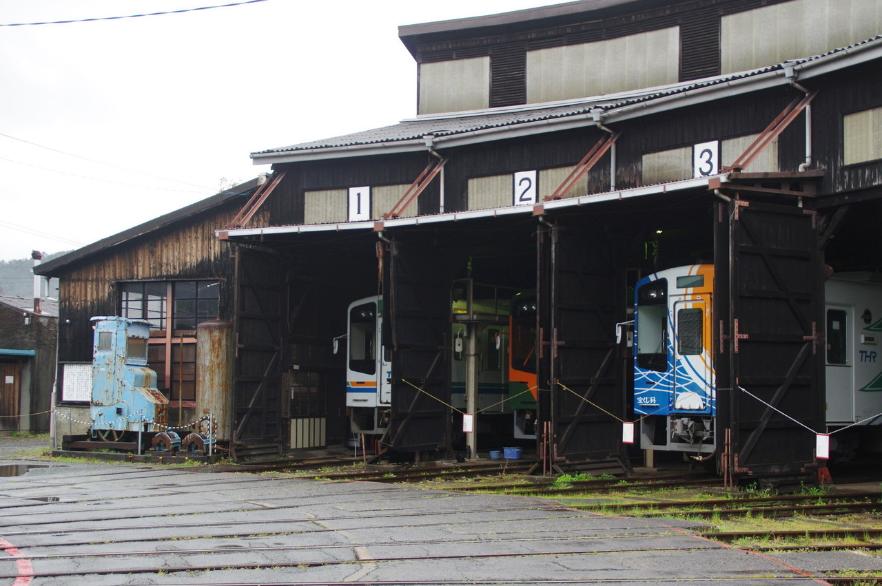 扇形車庫と部品取りの操作室