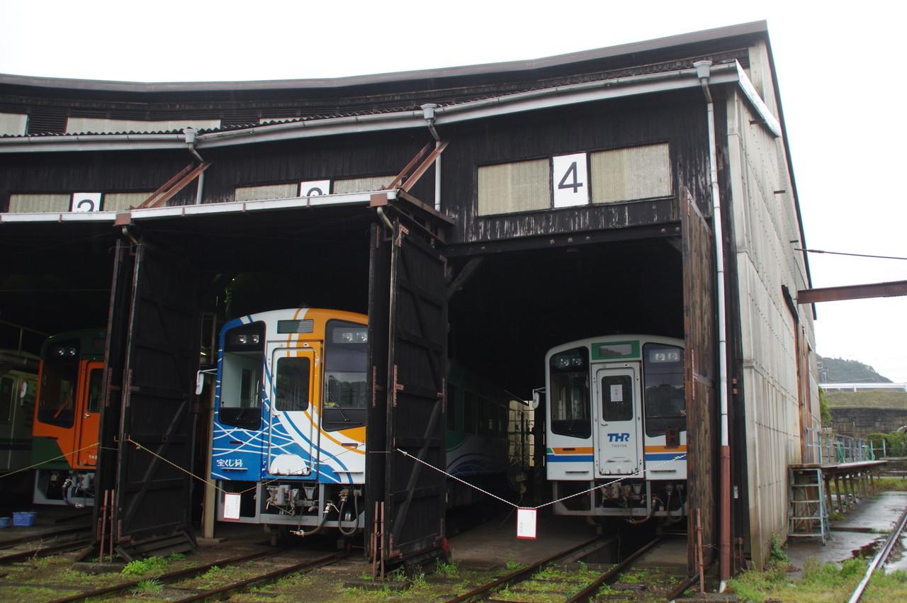 扇形車庫内のTH9200とTH2106