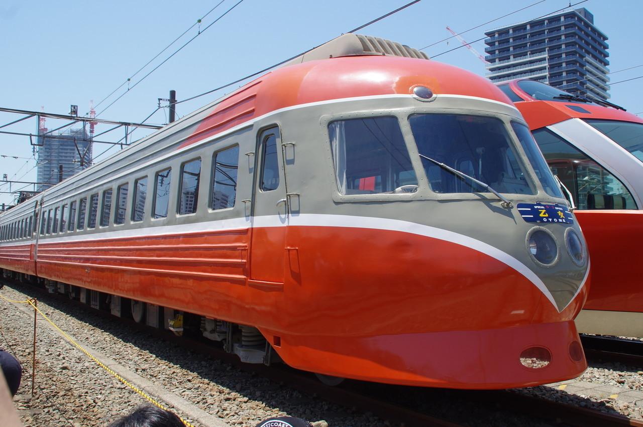 デハ3021(新宿側)