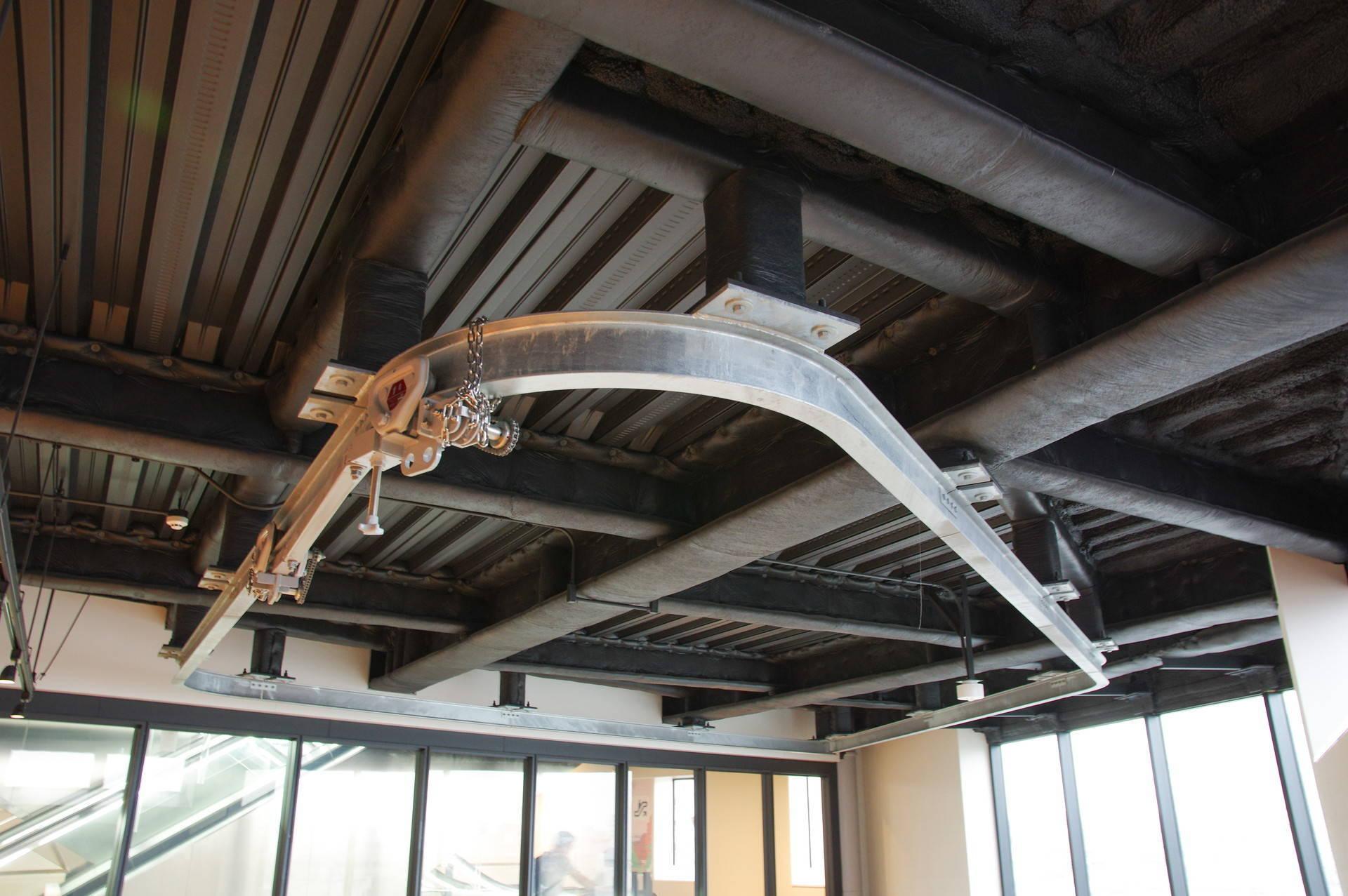 天井のレール