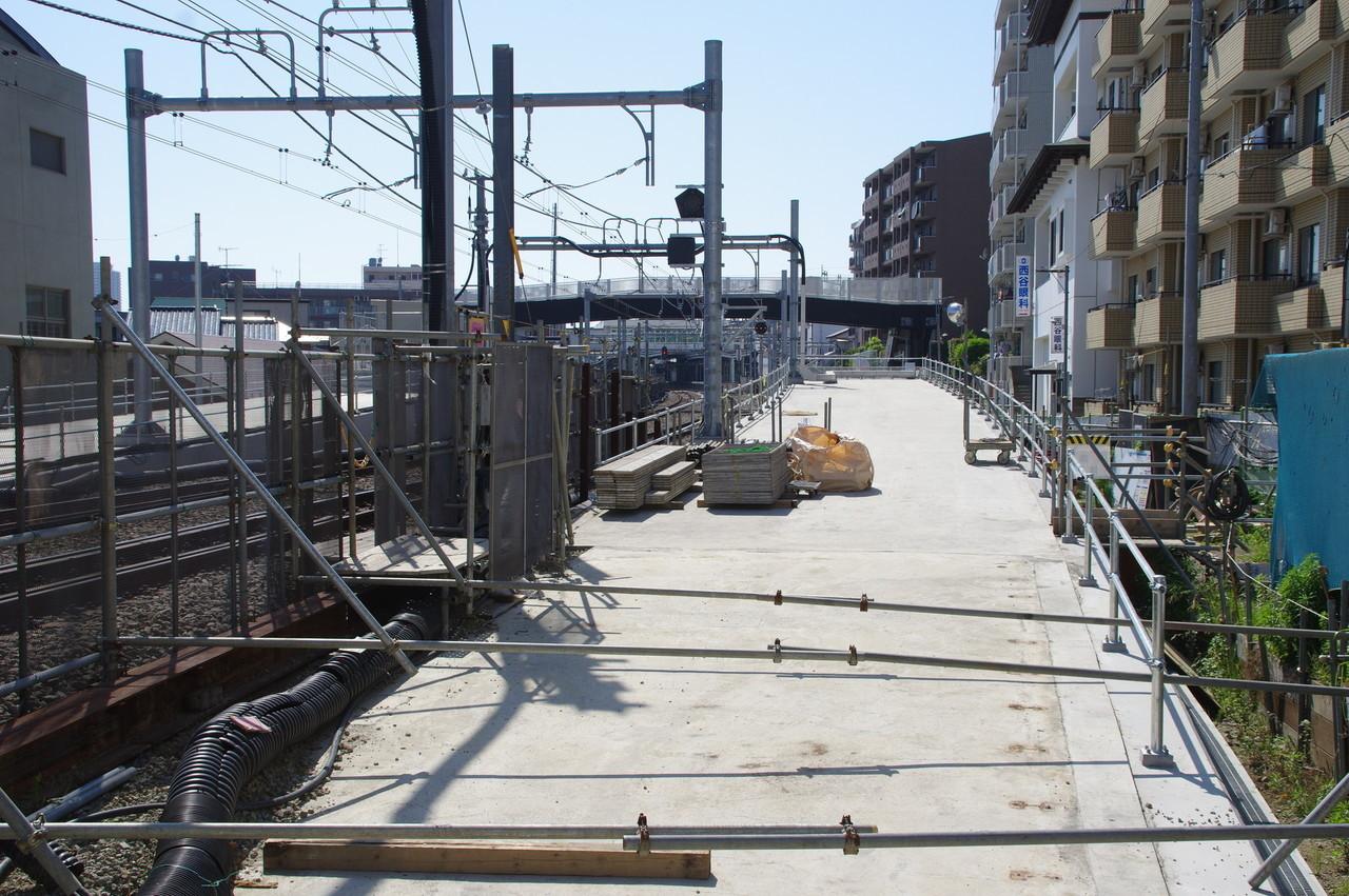 羽沢方面線のトンネル出入口上部