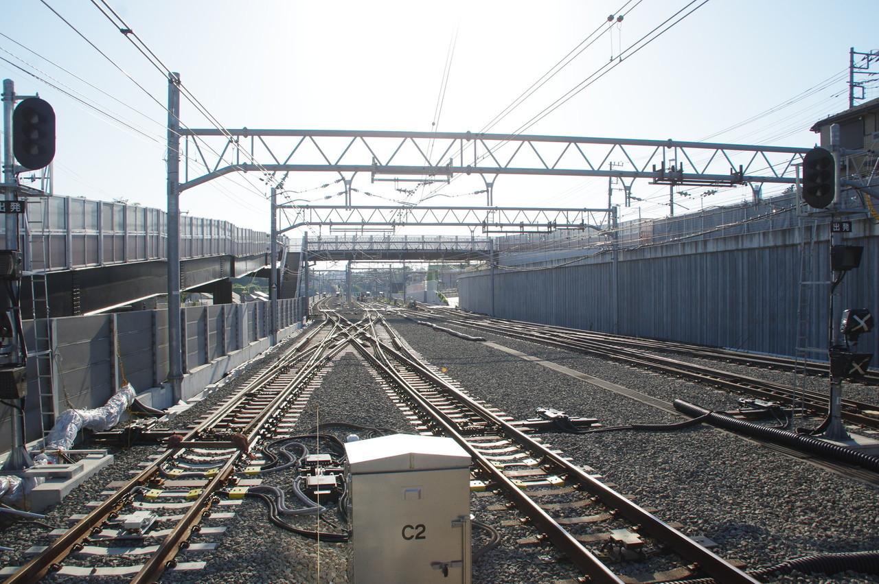 引上げ線と信号機と歩道橋
