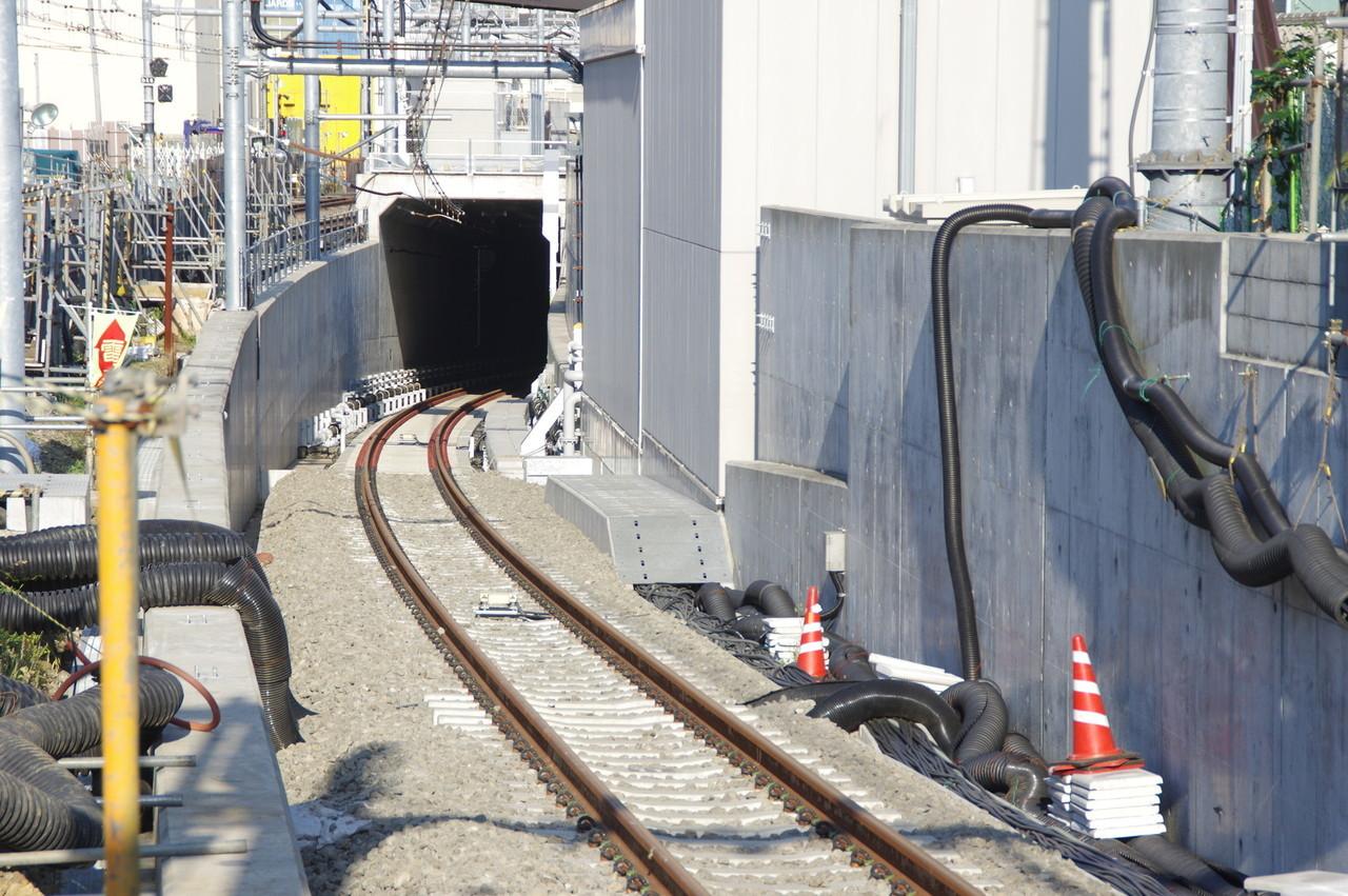 1番線に続くトンネル部分