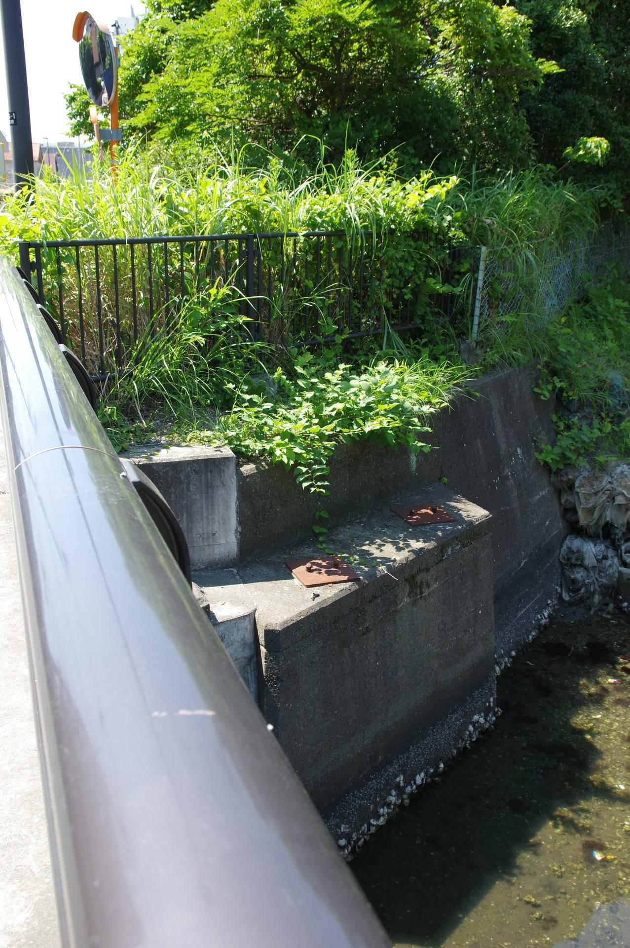 吾妻橋脇の橋台