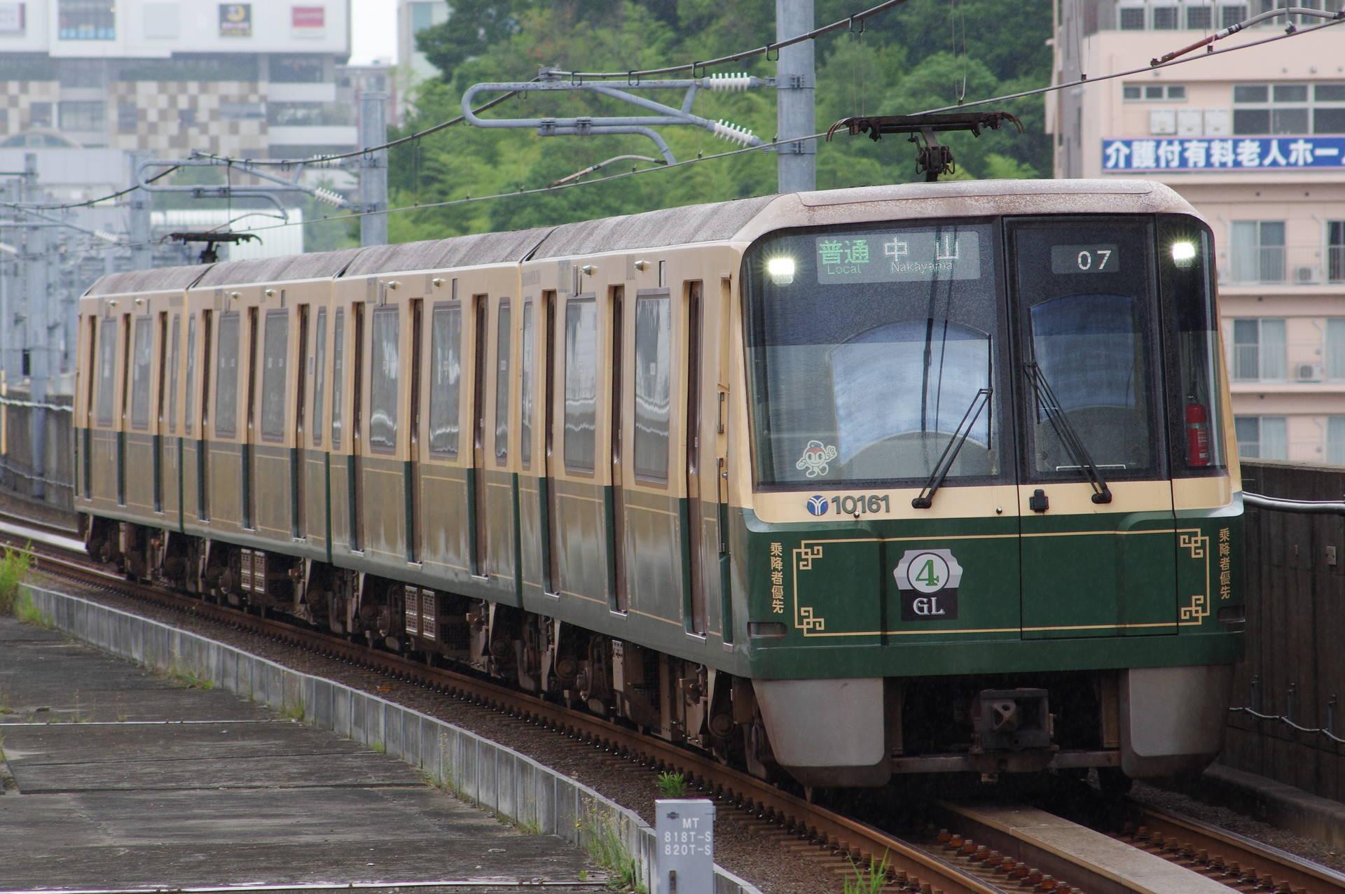 横浜市交通局 10000形第16編成(グリーンライン10周年記念装飾列車)