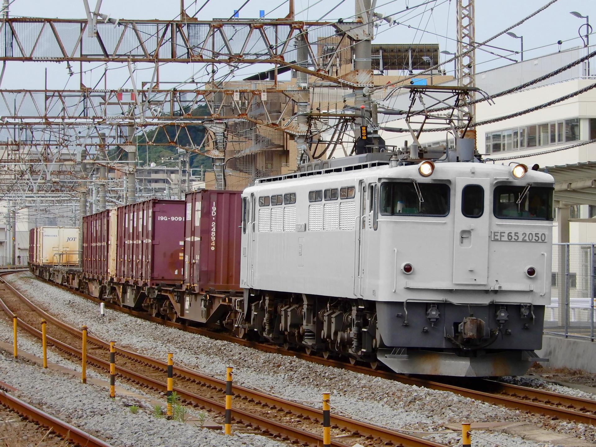 JR貨物 EF65形の色変え用素体