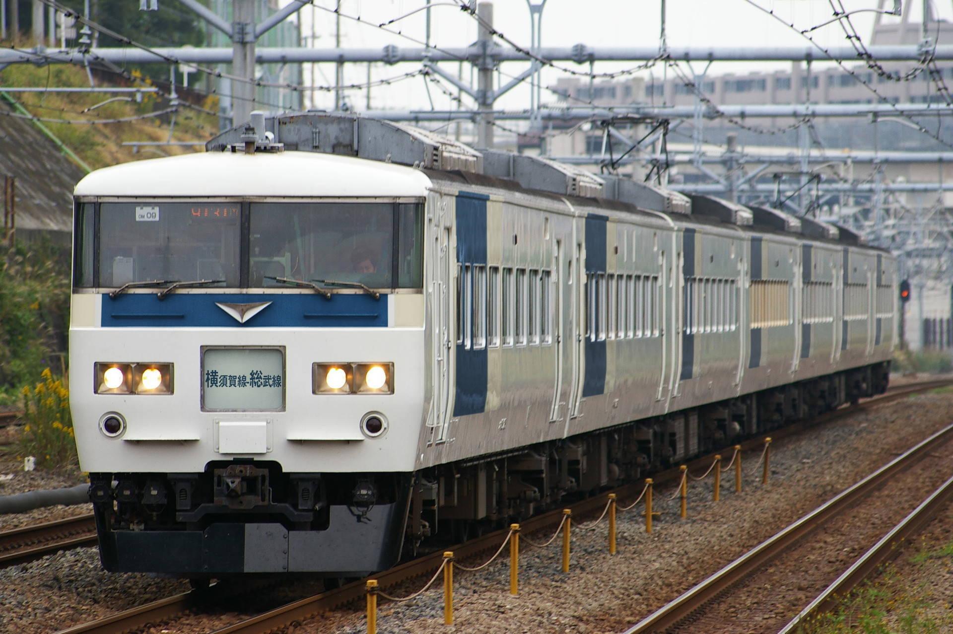 横須賀ブロック色の185系(ウソ電)