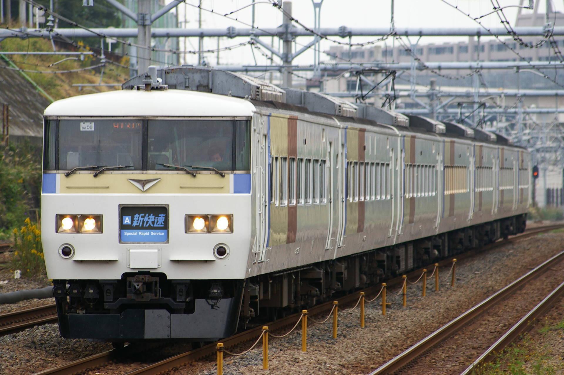 京阪神快速ブロック色の185系(ウソ電)