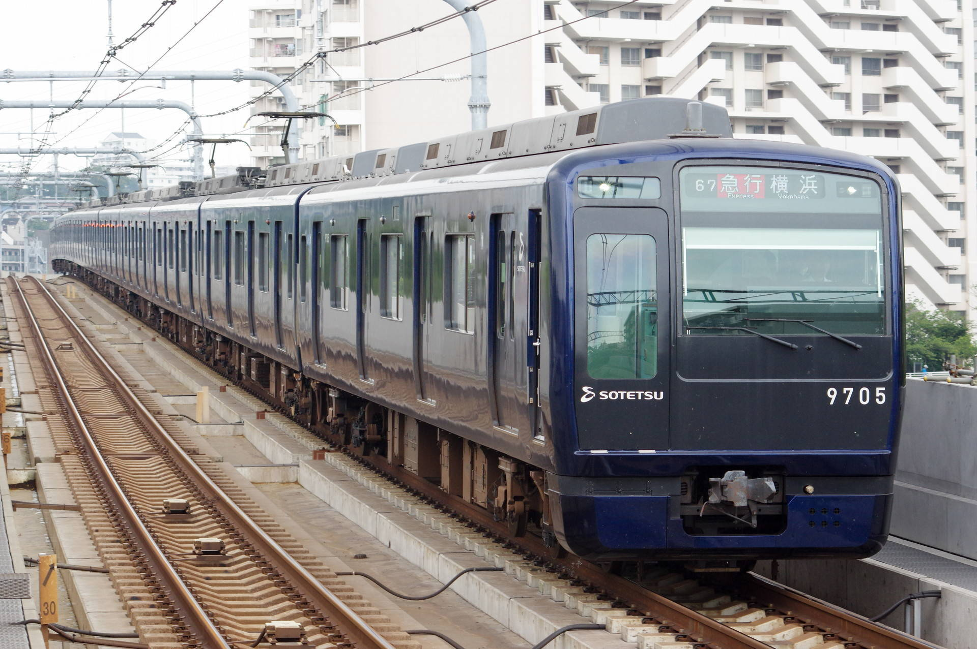 9000系9705編成 (YOKOHAMA NAVYBLUE)