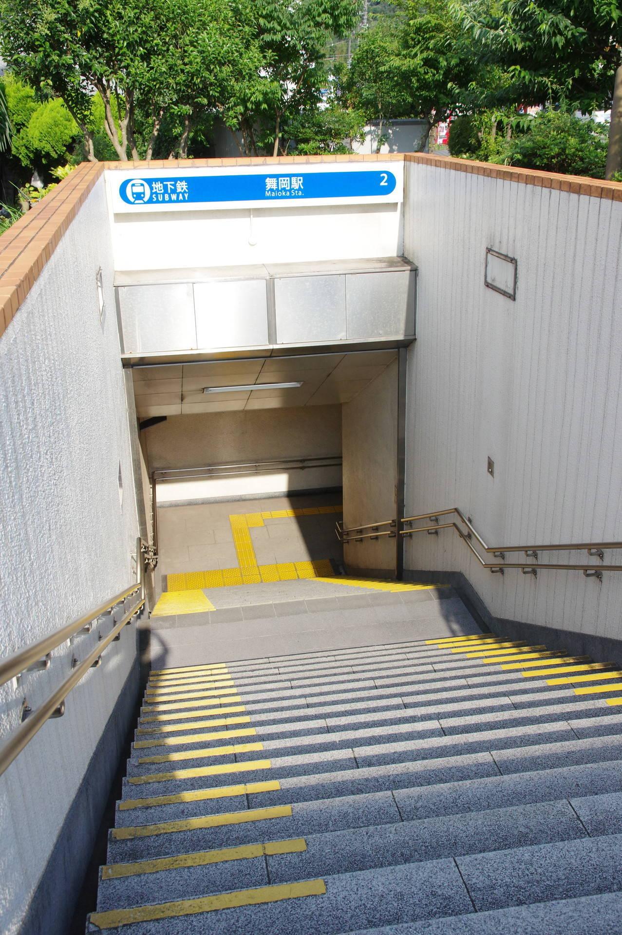2番出口の階段とシャッター