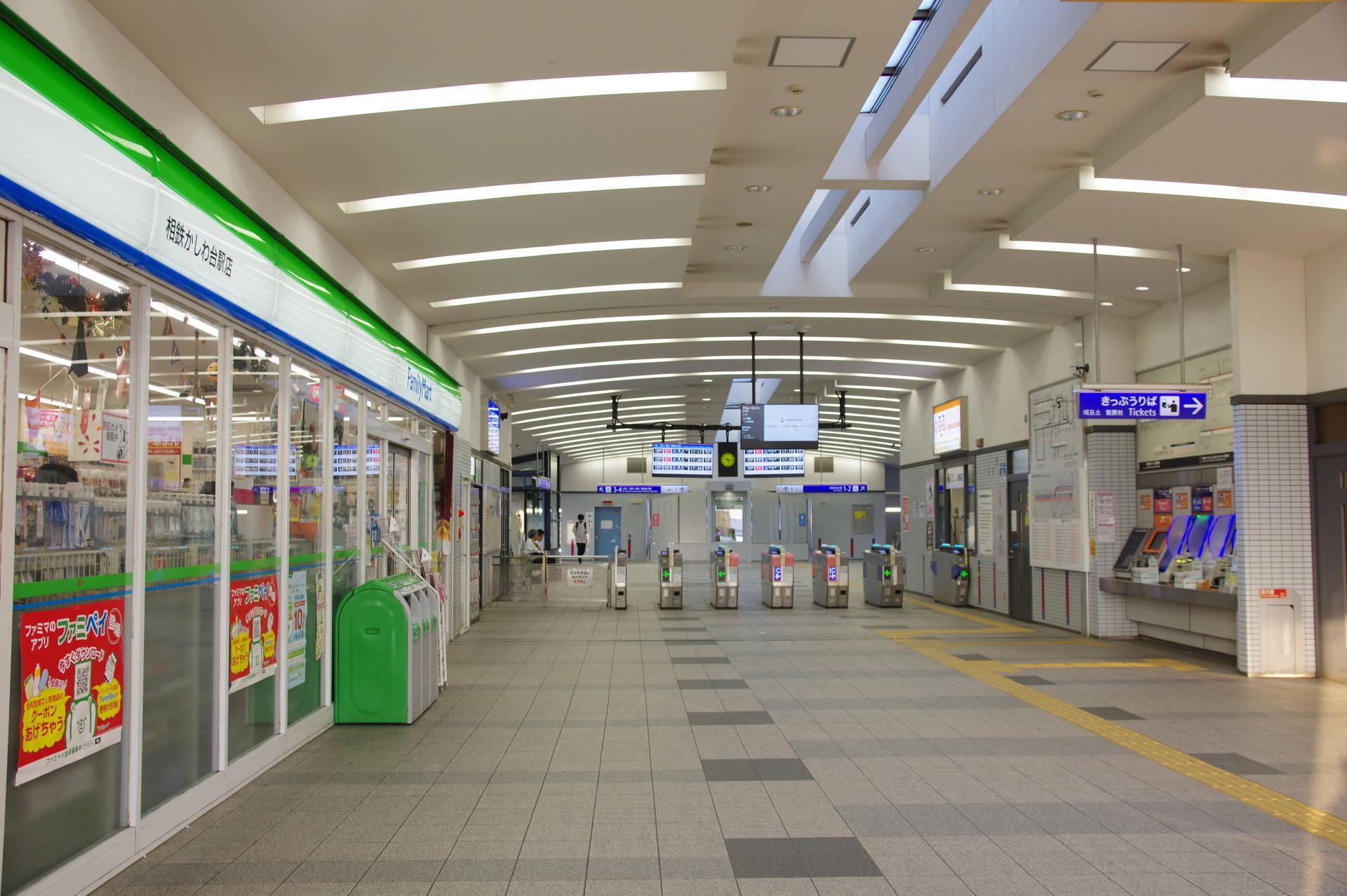 西口駅舎の内部