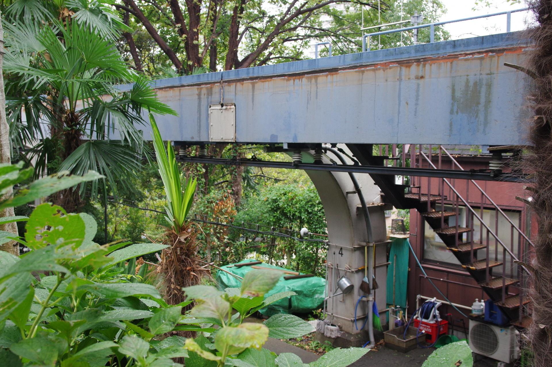 4番橋脚とレール