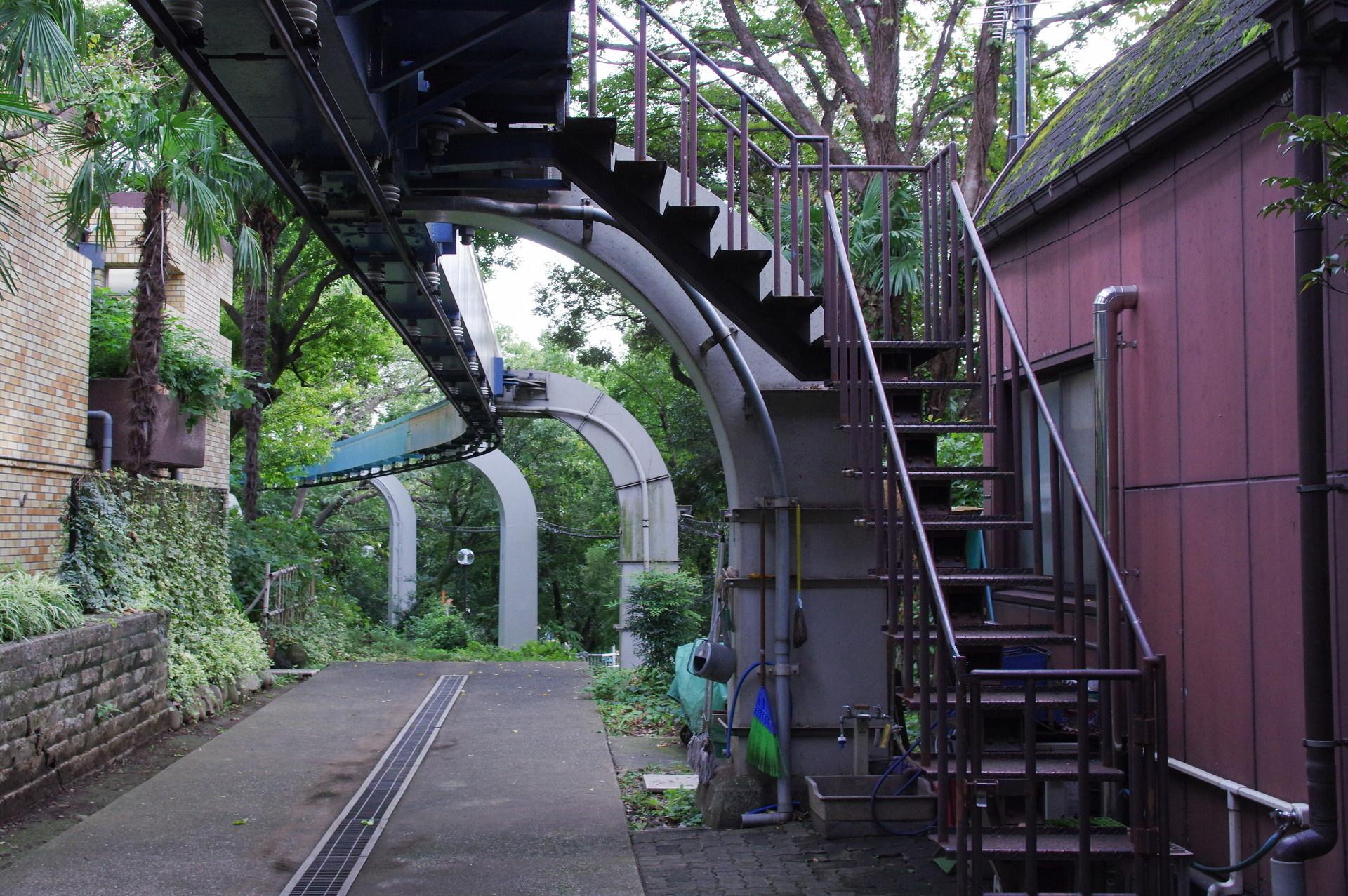 階段と4番橋脚