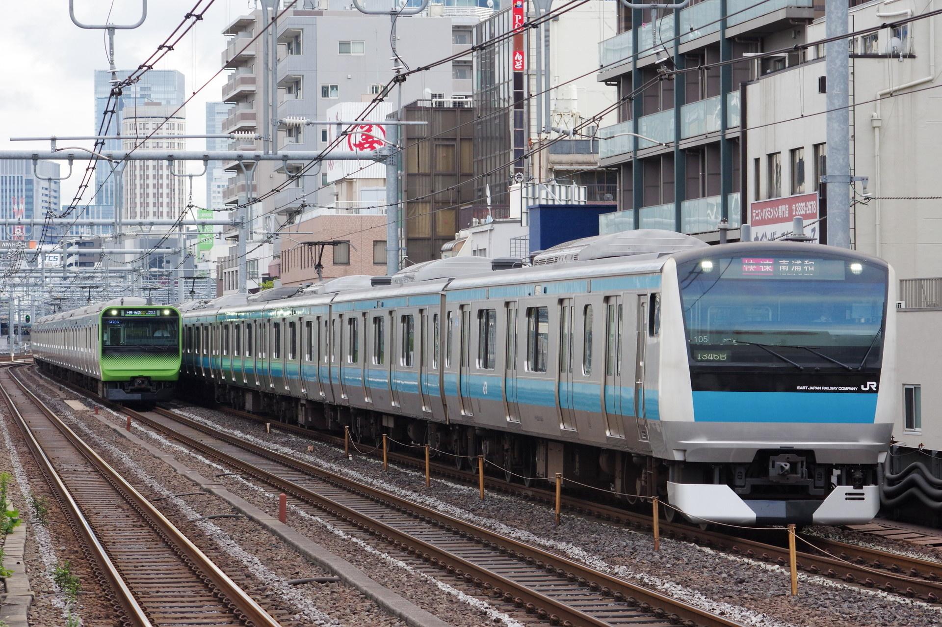 E233系1000番台 サイ105編成(山手線と並走)
