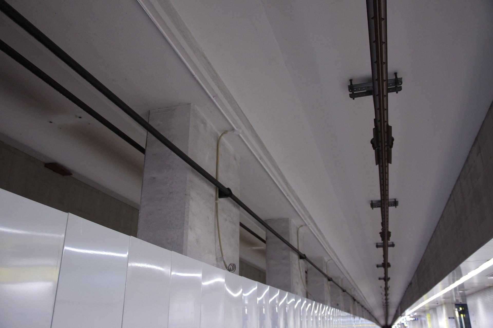 2番線と3番線の天井
