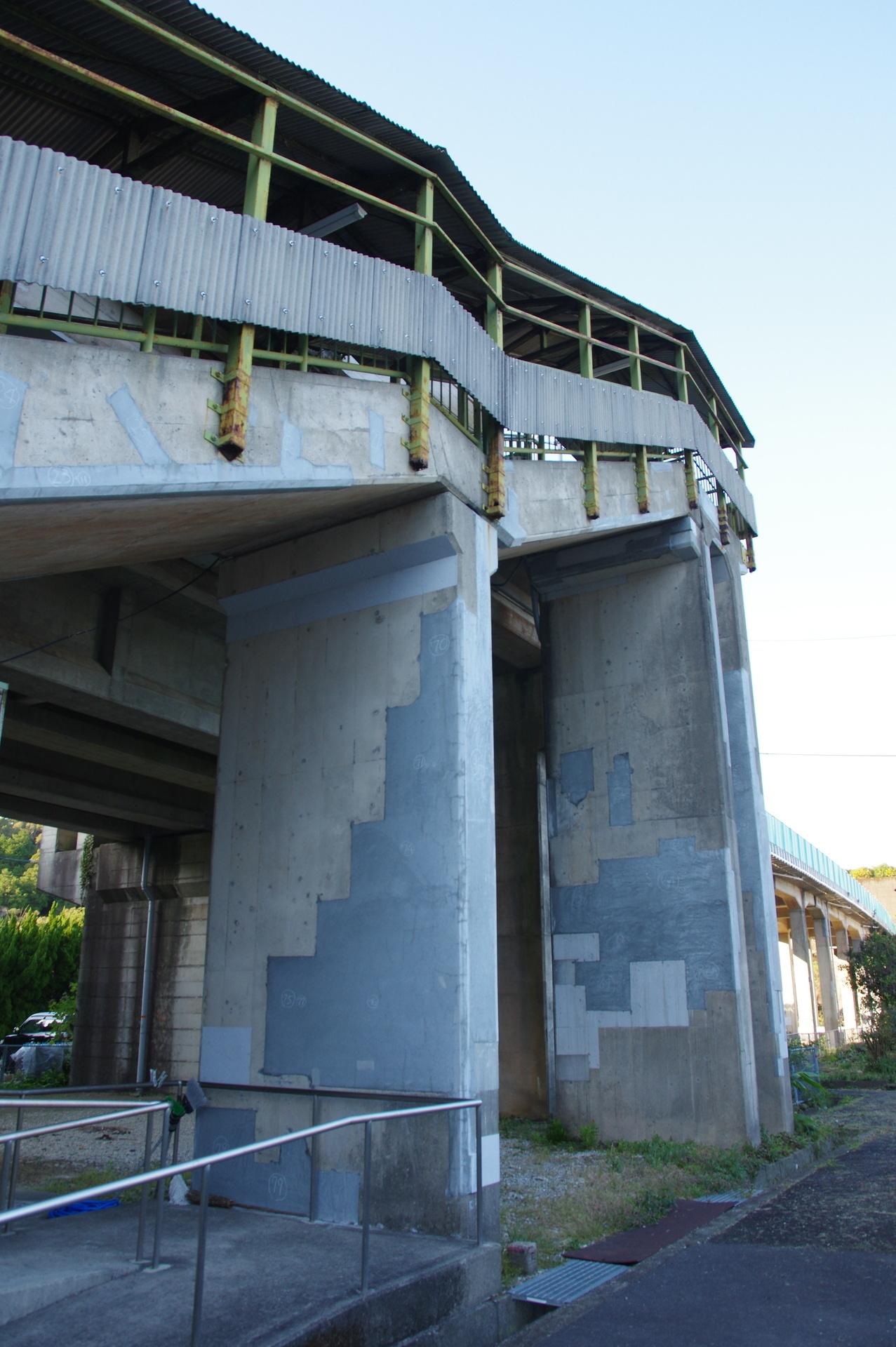 階段部分の橋脚