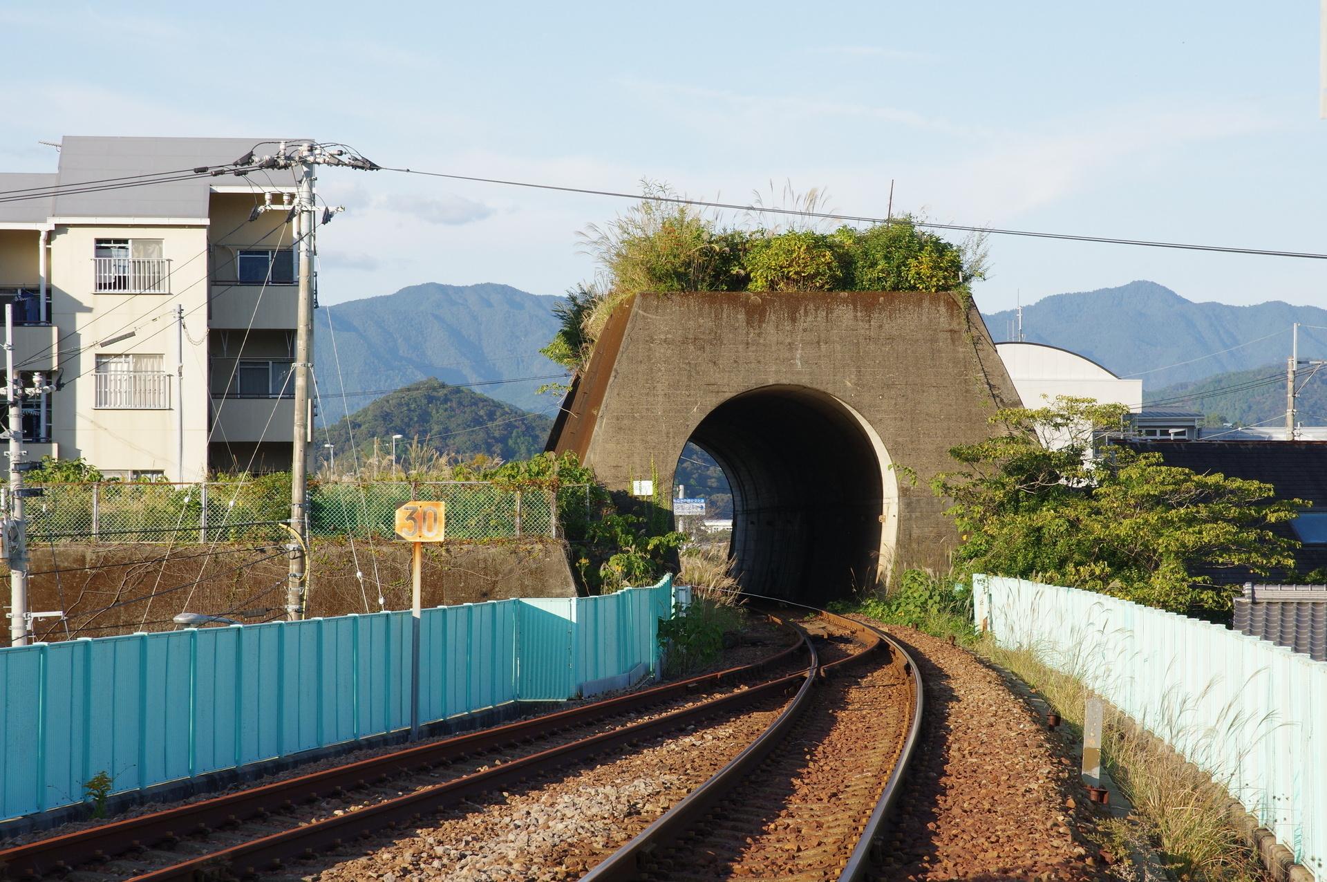 トンネル部分だけが残る町内トンネル