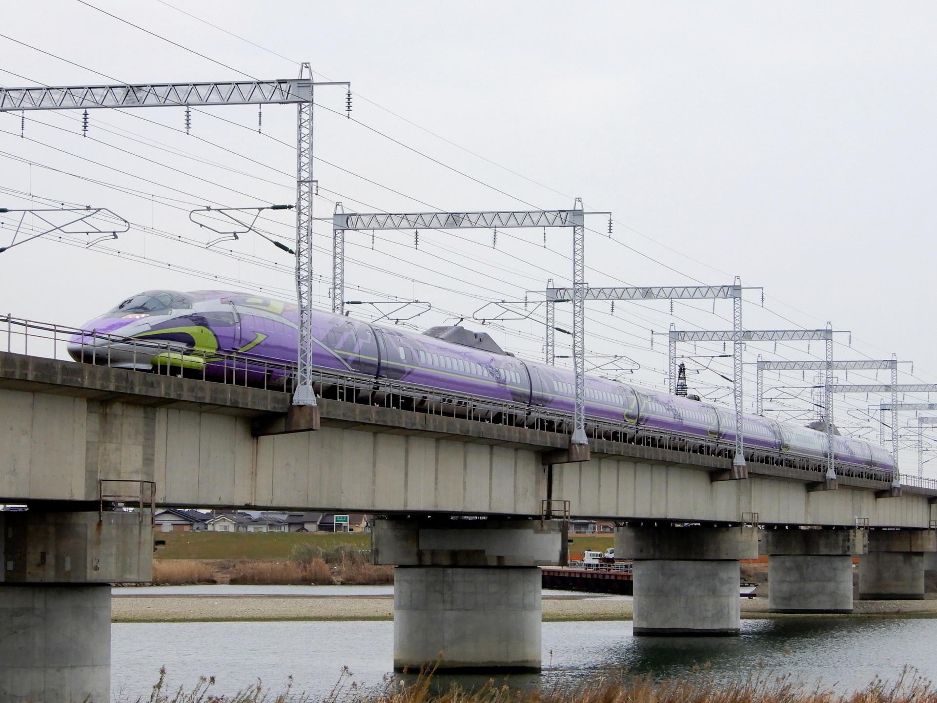 加工前のエヴァ新幹線の写真