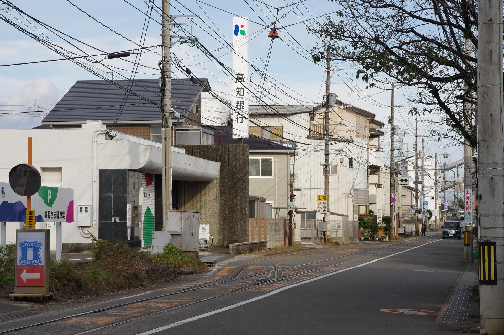 高知銀行と市場前信号所