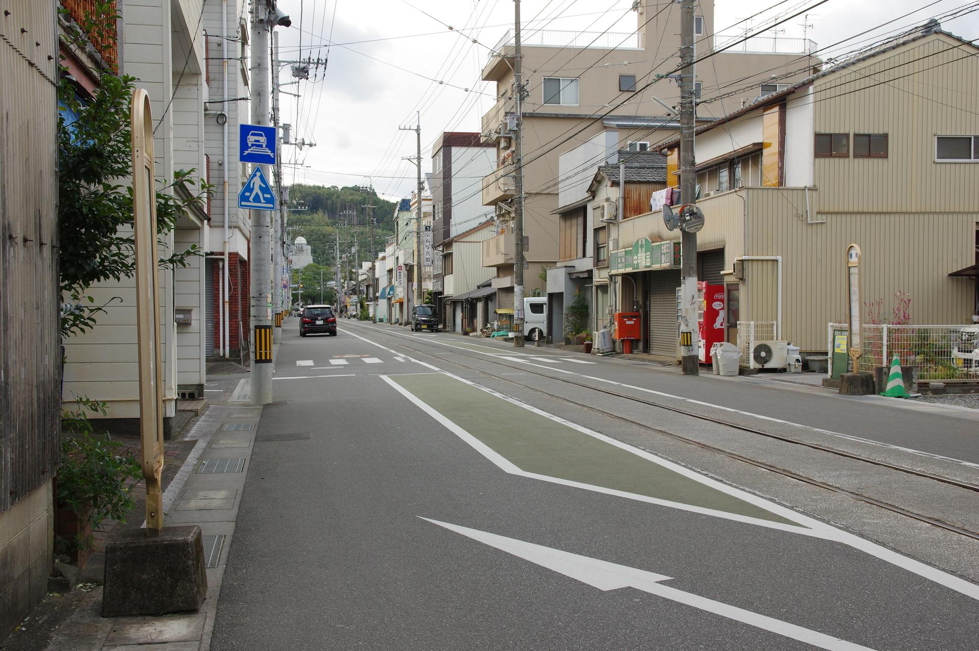 曙町駅ののりば全景とバス停