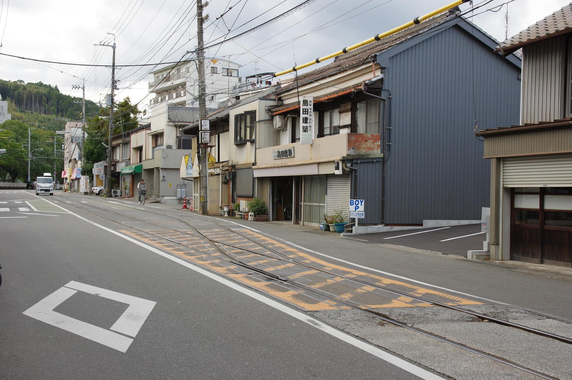 朝倉駅の全景(はりまや橋側から撮影)