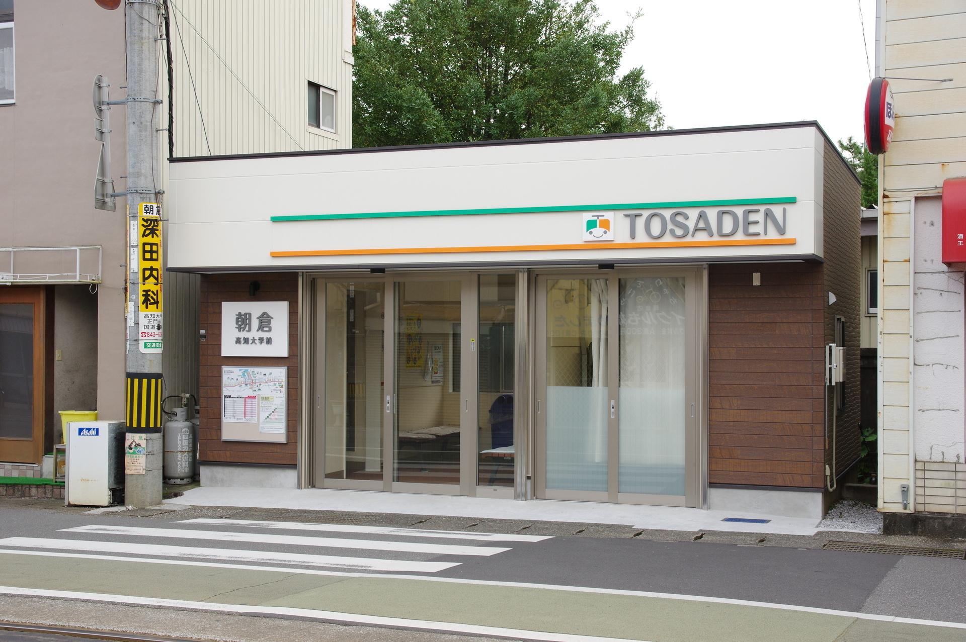 朝倉駅の待合所