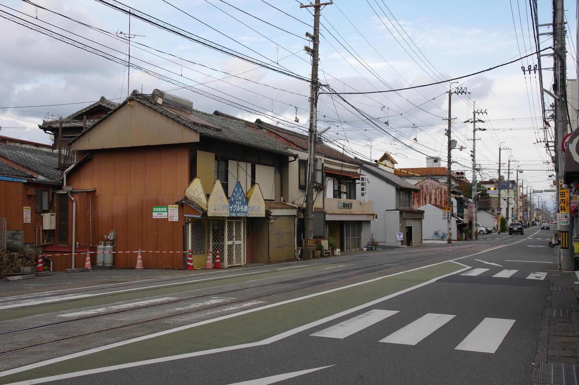 伊野方面のりばの安全地帯と横断歩道