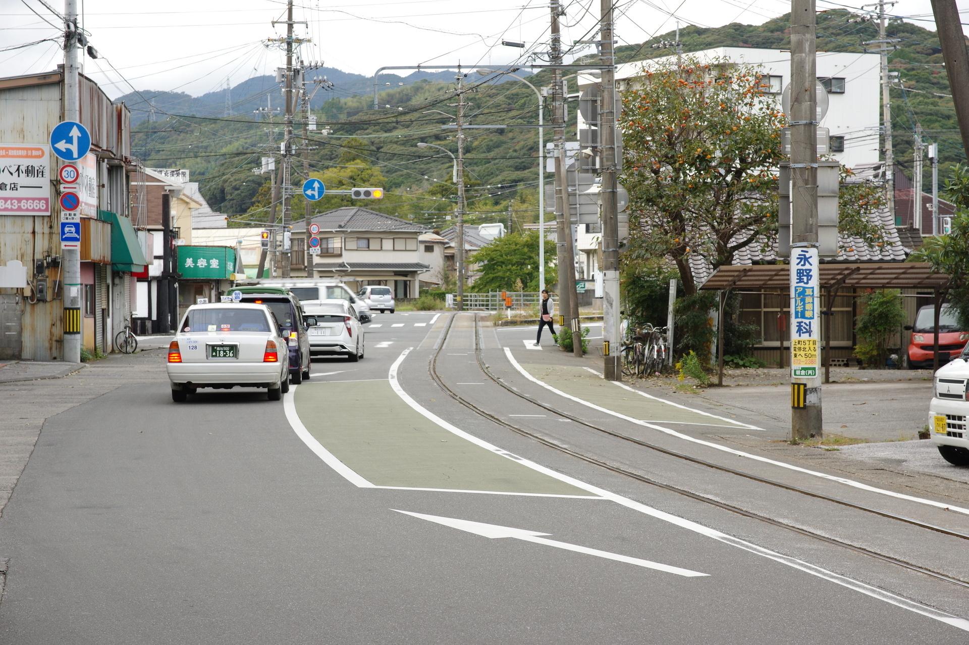 朝倉駅前の全景(はりまや橋側から)