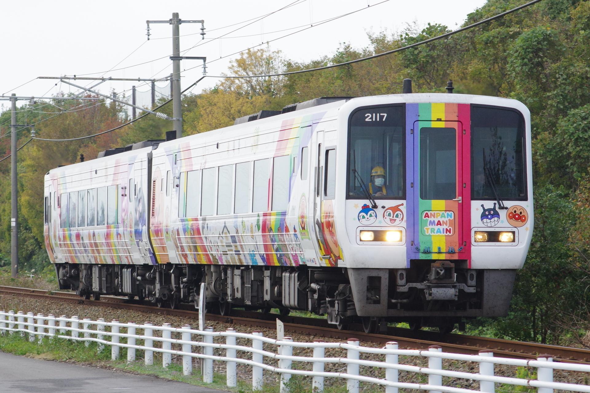 2000形(2117先頭) アンパンマン列車・宇和海10号